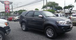 TOYOTA FORTUNER 4X4 T/A 2011
