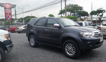 TOYOTA FORTUNER 4X4 T/A 2011 full